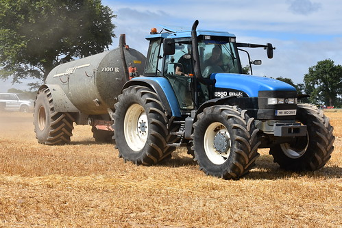 Melleray Vintage Club Vintage Combine Exhibition 2018 New Holland 8560  Tractor with an Abbey 2100R Vacuum Tanker