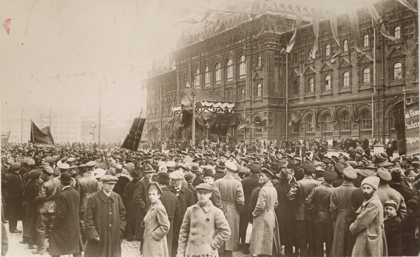 1917. Демонстрация у городской Думы