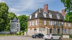 Maison Savouré et tour du Château d'Arcis