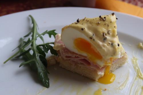 Zweites meiner Eggs Benedict (angeschnitten)