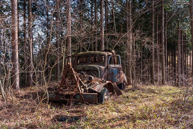 朽ちたトラック