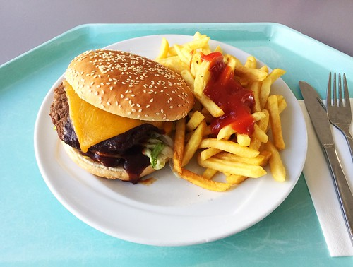 BBQ bacon cheeseburger with french fries / BBQ-Bacon-Cheesburger mit Pommes Frites