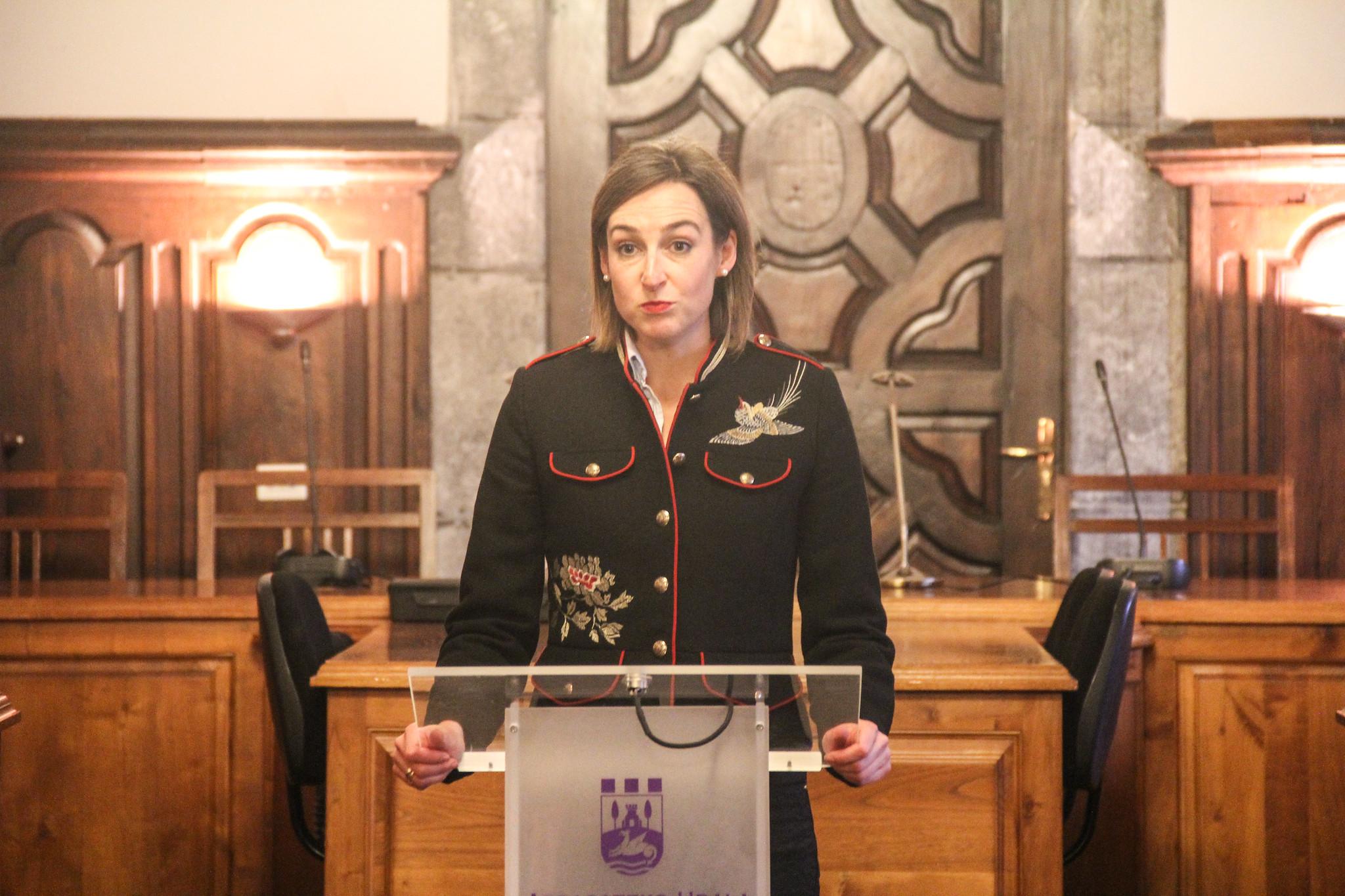 Un cuadro de Arizmendiarrieta presidirá el salón de plenos del Ayuntamiento de Arrasate