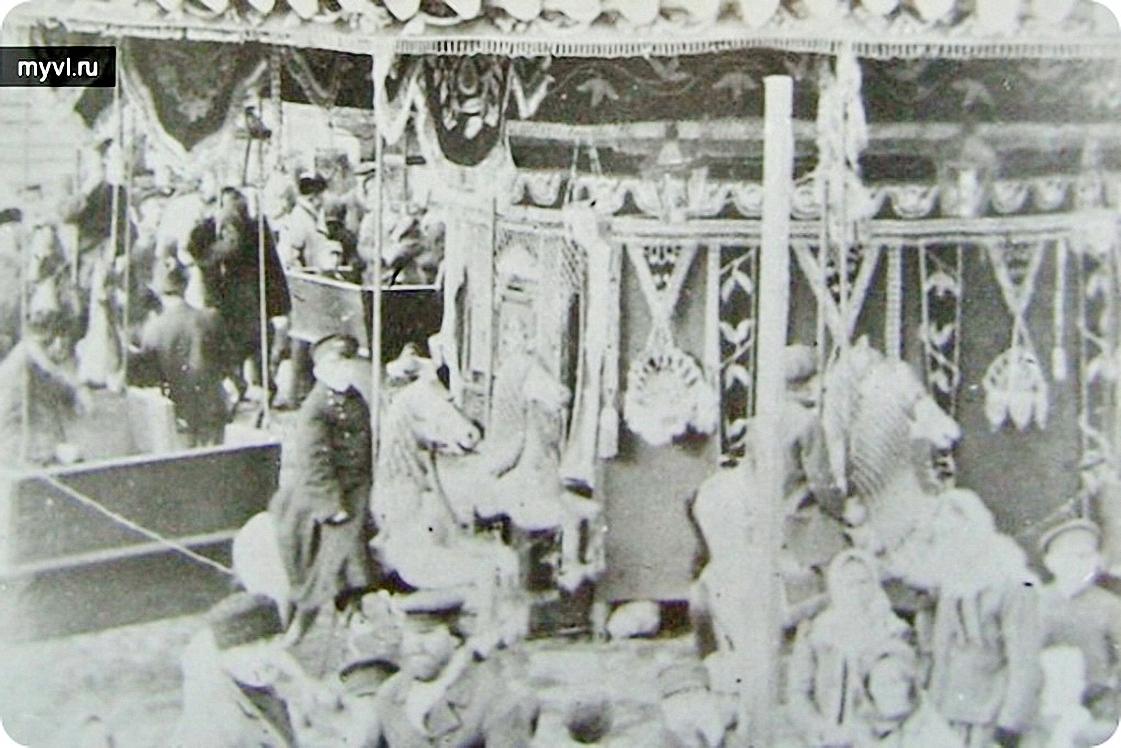 Карусель на Троицкой площади