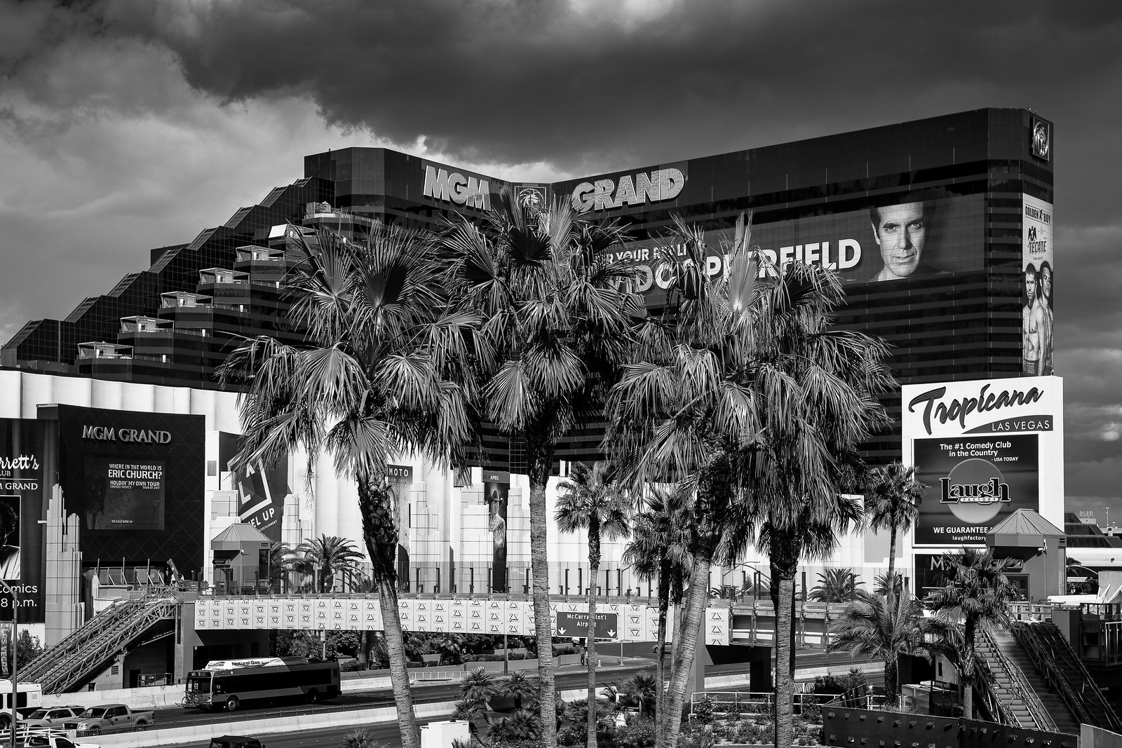 Black and White Vegas 33162565888_d5ee070a36_h