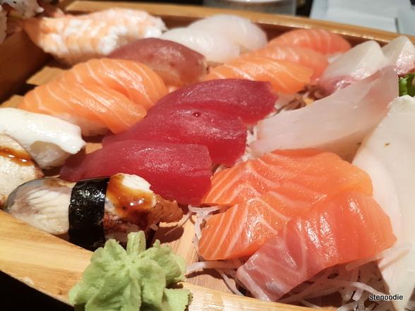 Sashimi Sushi and Maki Boat (small)
