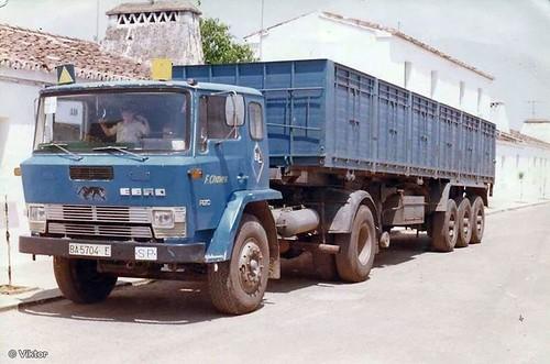 Tractora Ebro P i semiremolc