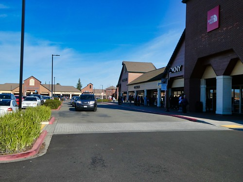 2018-12-26 - A Day at the Vacaville's Outlet Stores