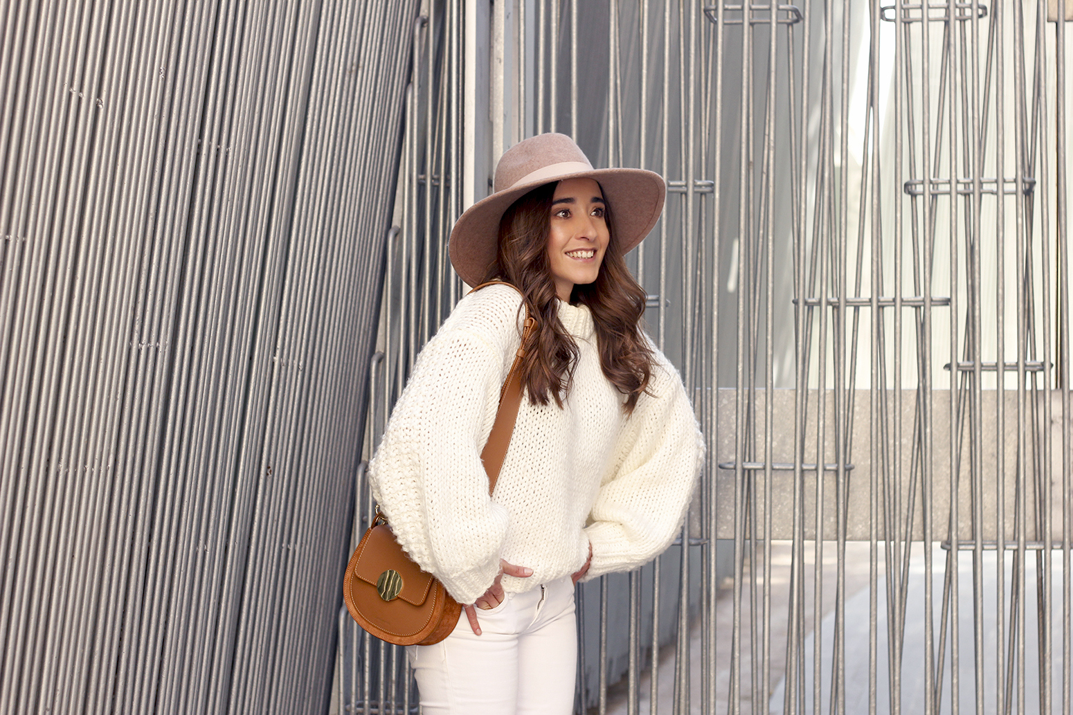 white outfit  beige hat beige bag street style casual outfit 201911