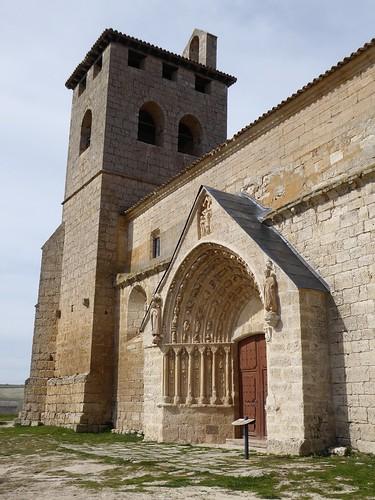 Los Balbases (Burgos-España). Iglesia de San Millán. Portada sur y torre