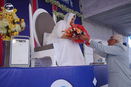 Vice President SNM, V.D. Nagpal, seeking blessings
