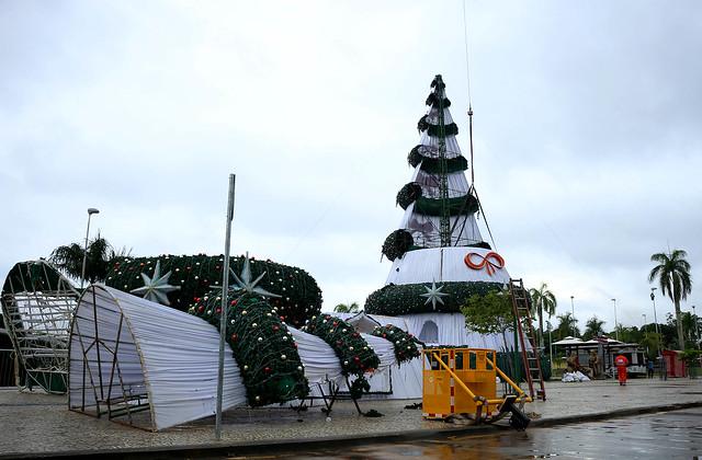 07.01.19 Árvore de Natal da Ponta Negra é desmontada
