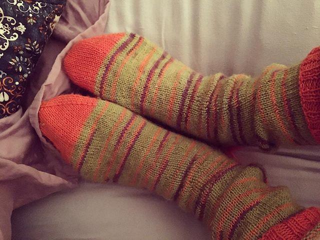 It has been wear-wool-socks-to-bed weather. ❄️ #knitting #sockknitting #bedsocks