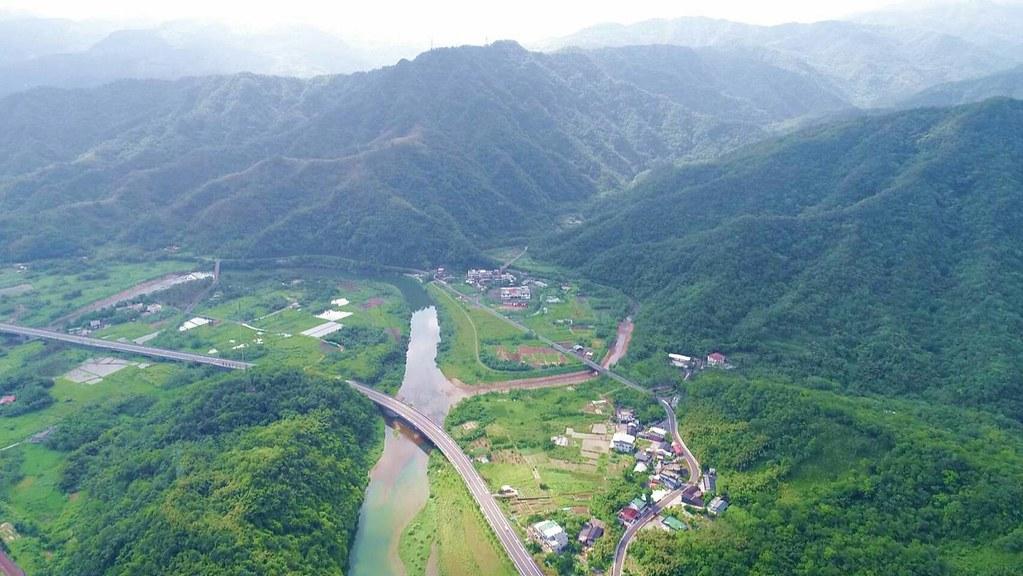 由空中俯視雙溪與丁蘭谷是一片綠意盎然。吳杉榮拍攝