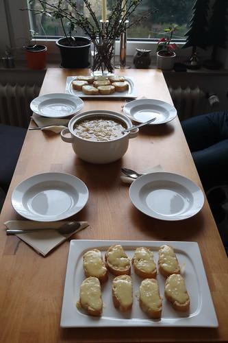 Soupe a l'oignon gratinée traditionelle des Halles de Paris (Tischbild)