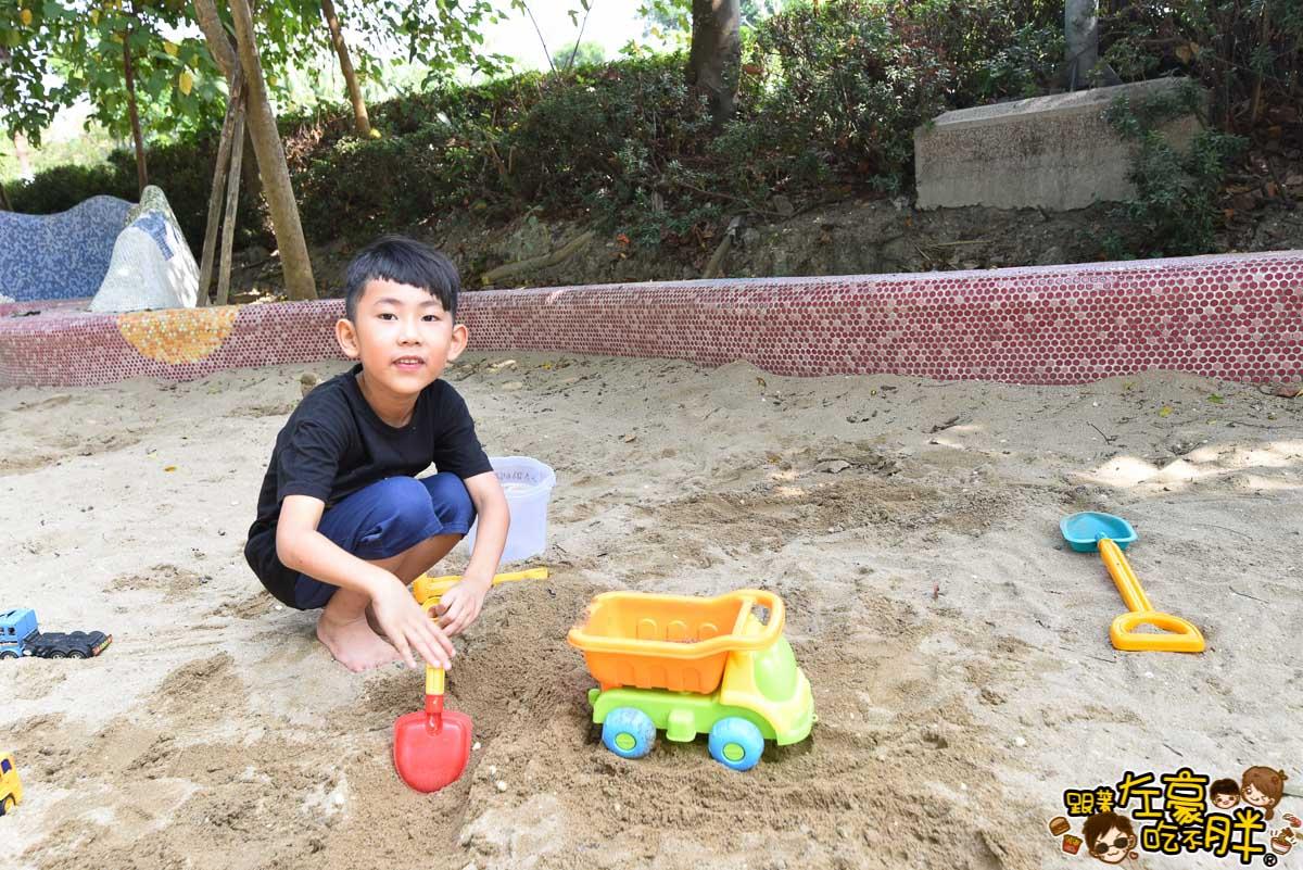 高雄親子旅遊 兒童美術館沙池-5