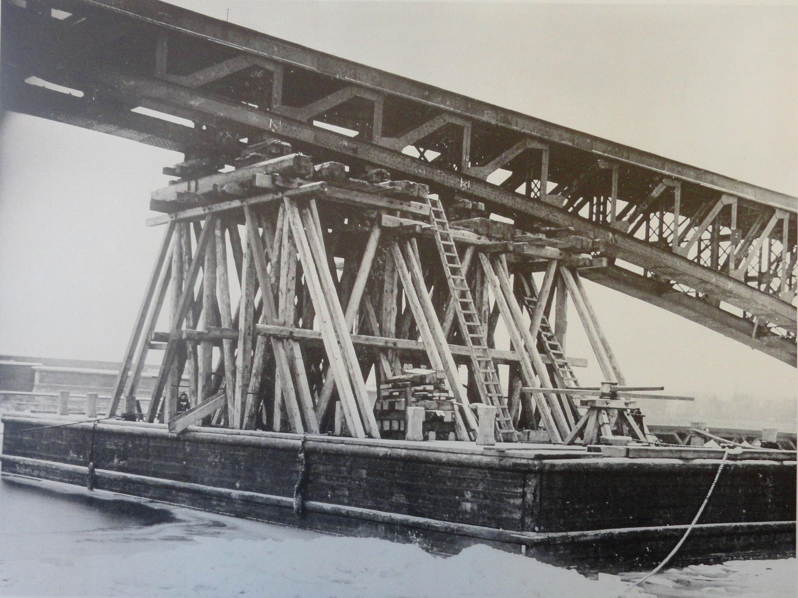 1900. Высокий понтон для перевозки арочных ферм. 12 декабря