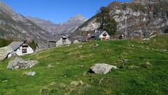 Hinteres Valle Verzasca - Im Bergdorf Monte Valdo (1275 m.ü.M.)