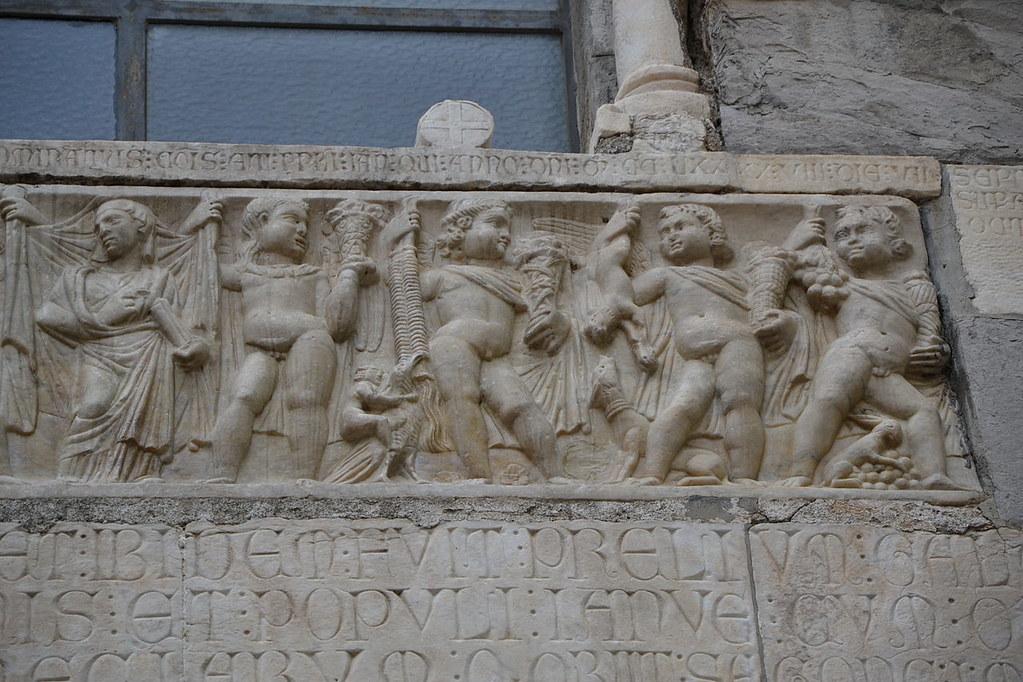 San_Matteo_church,_Genoa,_Ancient_Roman_relief_02