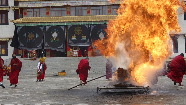 The fireworks ceremony at Litang Gön, Tibet 2018