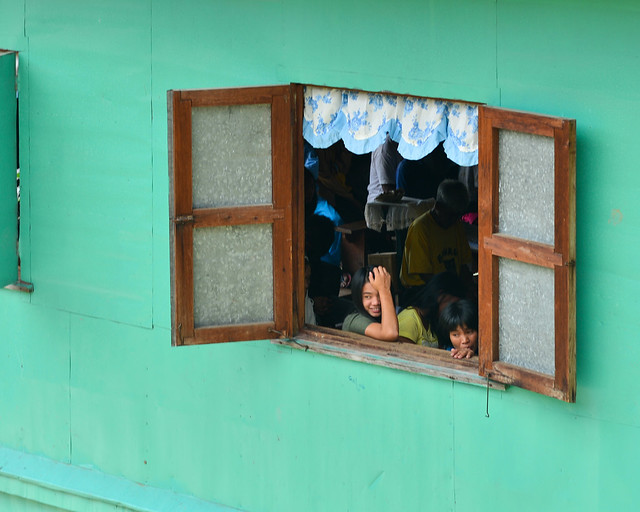 Alumnos en la escuela del puebo de Batad en Filipinas