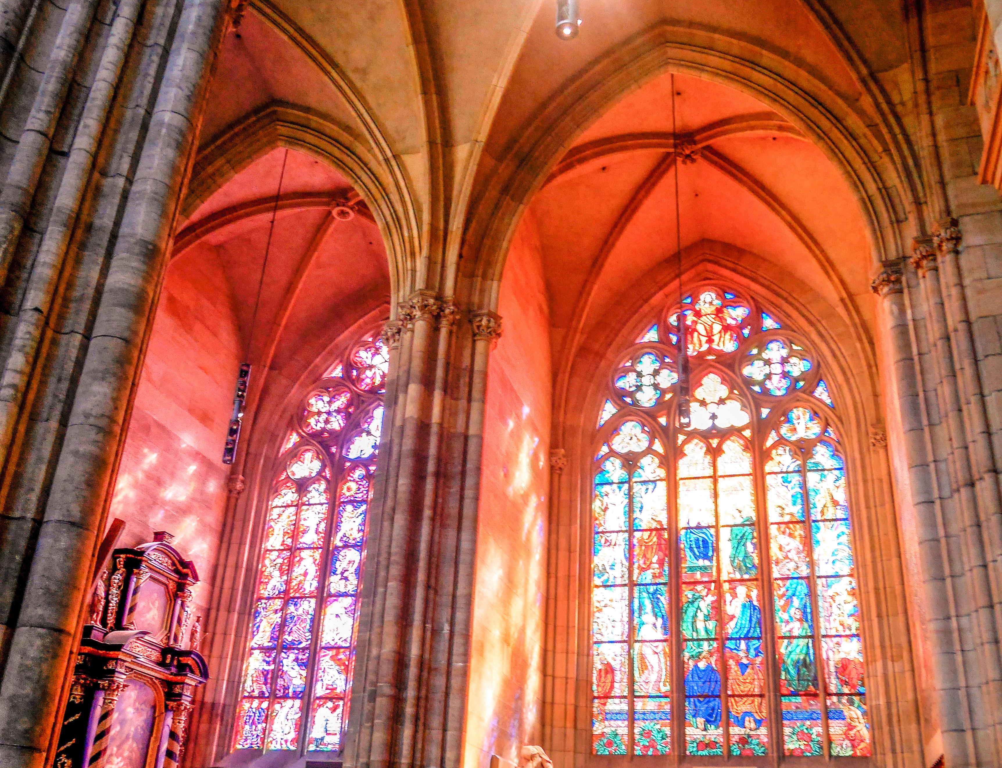 Vituksen katedraalin ikkunamaalaukset