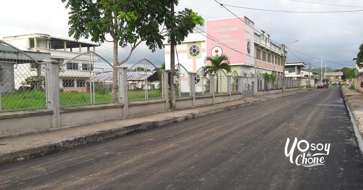 Asfalto para más calles de Chone
