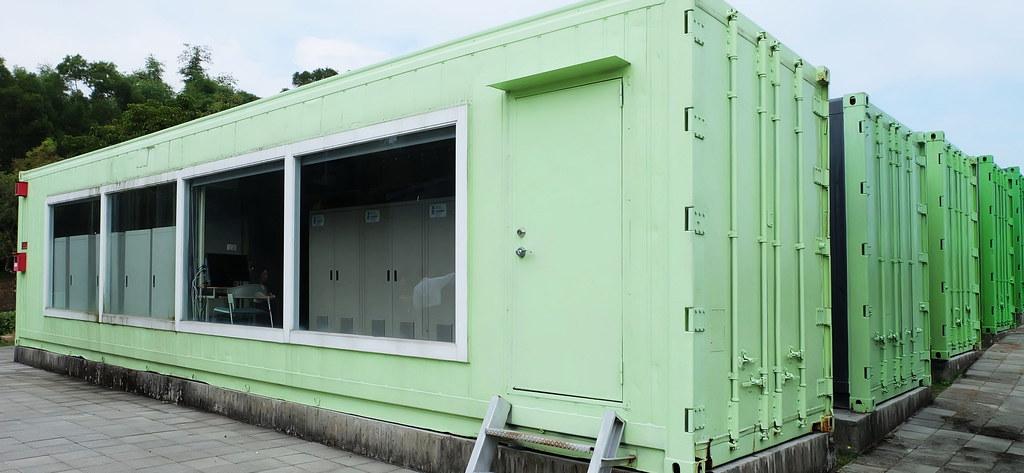 工研院在六甲院區建置旗艦級的微電網系統測試場域,包含太陽光電、儲能(見圖)、以及能源管理系統。攝影:陳文姿