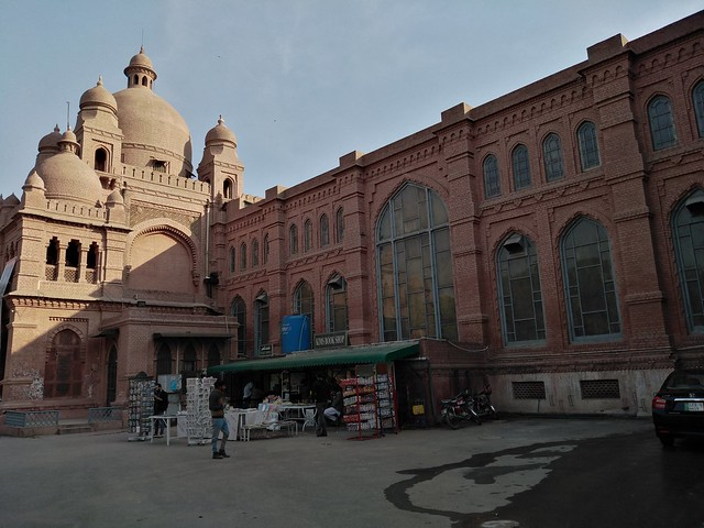 Lahore museum picture in day light with HDR mode on Huawei Y7 prime 2019