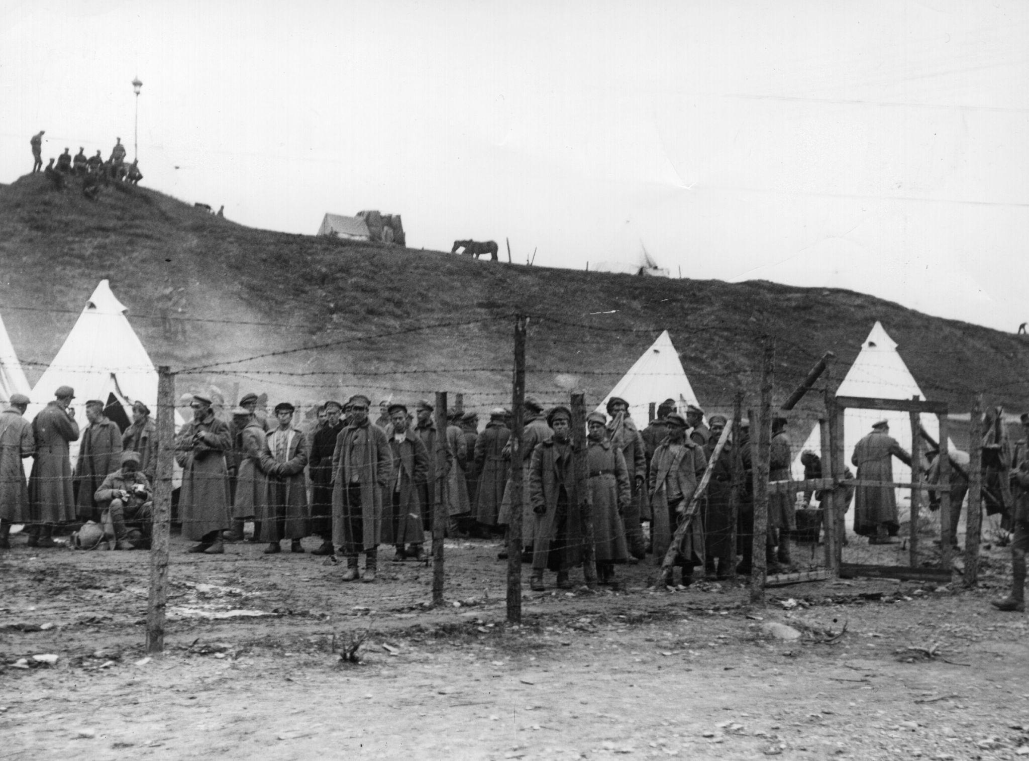 Большевистские военнопленные в лагере для заключенных в Троицке