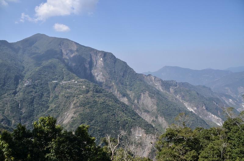 亞泥笛山腰(1420 m)西北眺群山 2