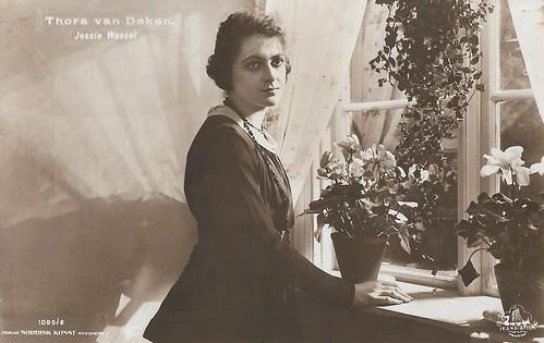 Jessie Wessel in Thora van Deken