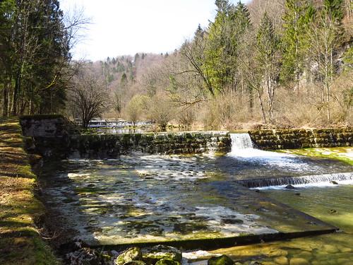 La rivière coule lentement mais sûrement