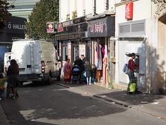 Banque automatique - Photo of Saint-Denis