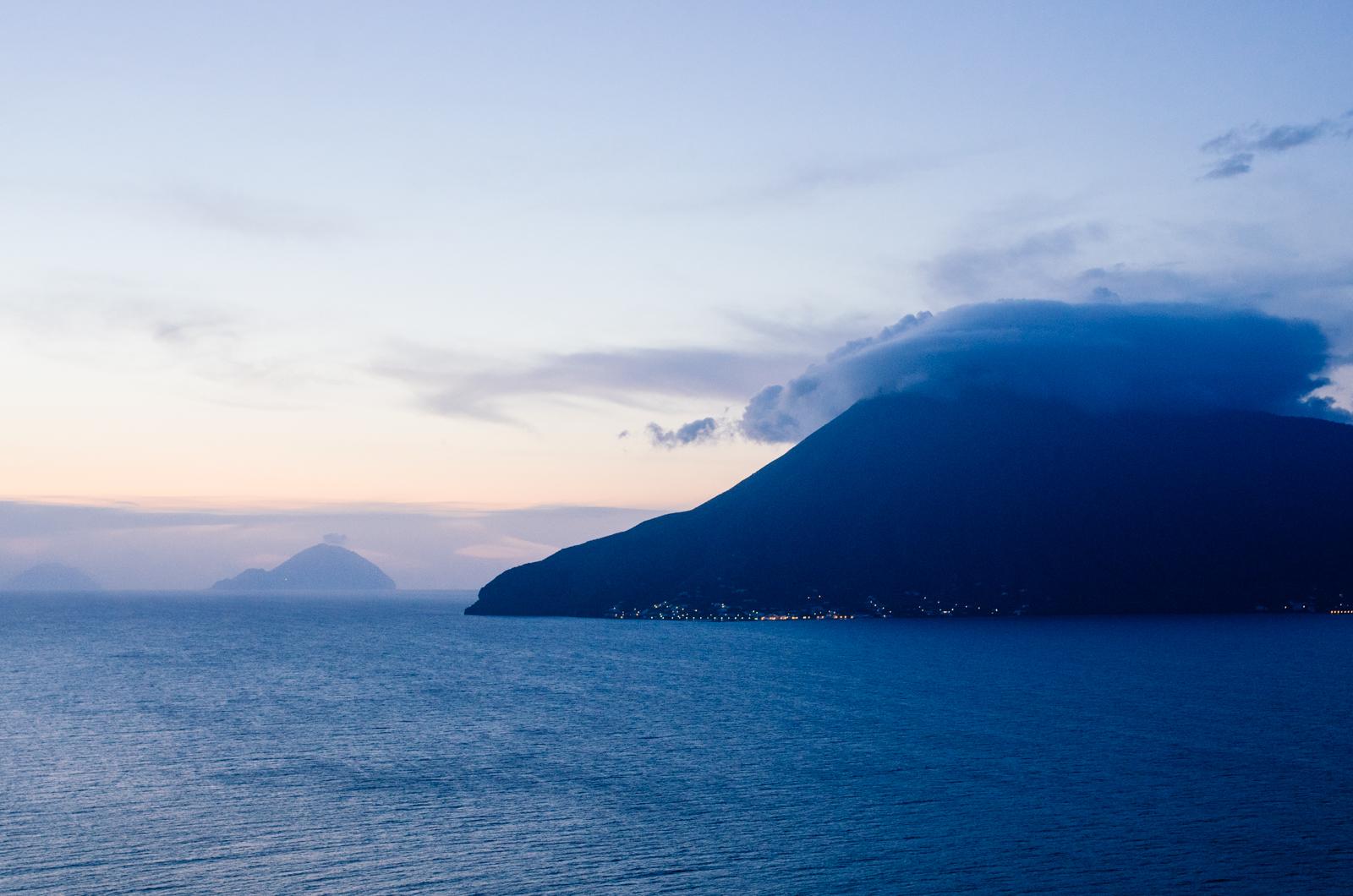 Vue de Salina depuis Lipari - îles éoliennes - Sicile