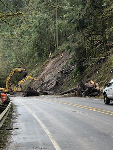 Landslide blocks OR 58