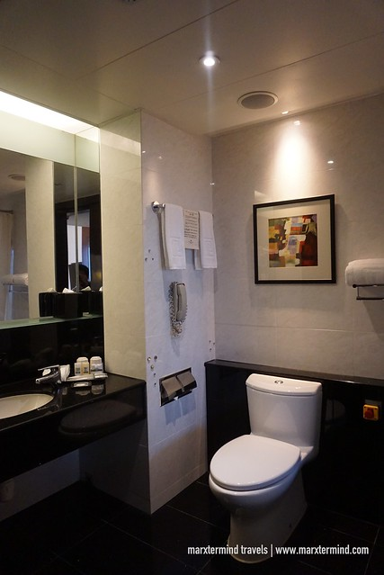 Executive Club Room Regal Airport Hotel - Bathroom