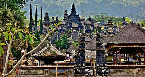 INDONESIEN, Bali , Rund um den Muttertempel  Pura Besakih an der Flanke des Vulkans Agung (3142 m ) , 17972/11199