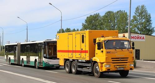 The Kamaz-65115 tow truck tows a Volgabus CityRhytm 18 bus. Photo from Saint-Petersburg, Russia.