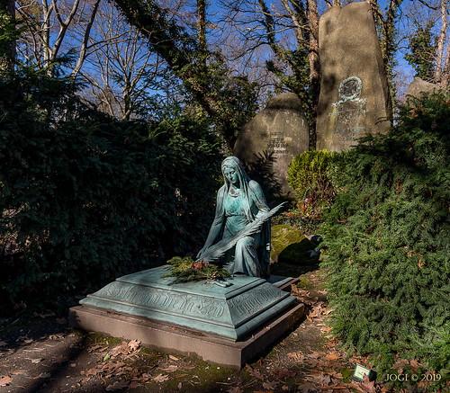 Leipzig, Südfriedhof, Grab-Statue