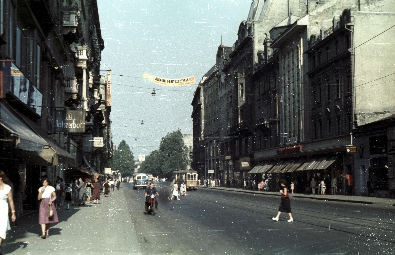 Улица Лайоса Коссута с видом на Асторию
