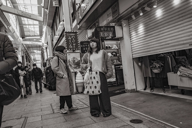Waiting for the store, Fujifilm X-T3, XF18mmF2 R