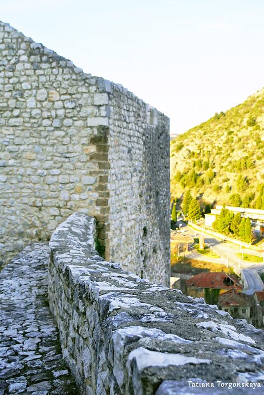 Фрагмент крепостной стены в Нижнем городе