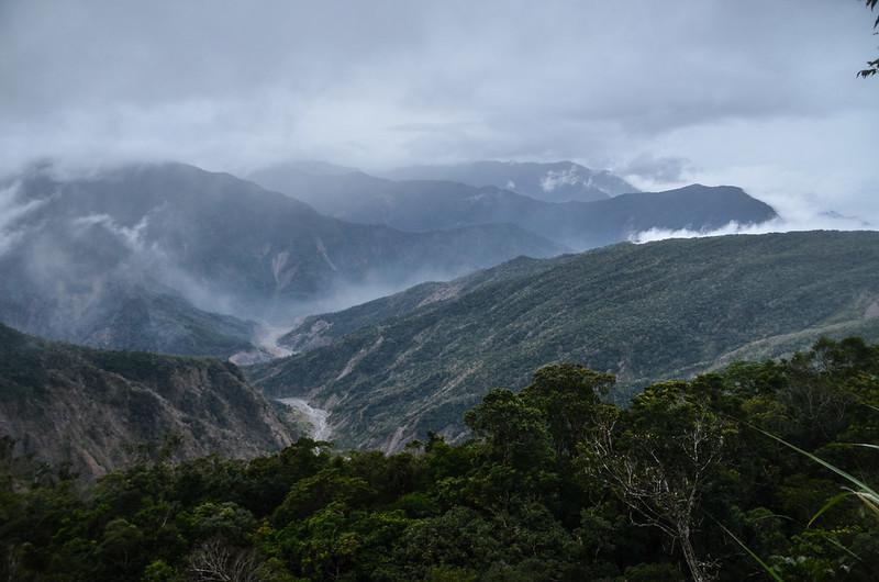 大武藏山東稜南眺群山 (4)