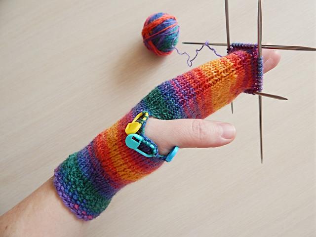 Безотрывная технология вязания варежек спицами, подходит для любой конструкции варежек | HoroshoGromko.ru