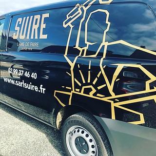 On continue notre collaboration avec l'entreprise Suire et cet habillage de véhicule. Merci à eux ! #rennes #rennesmaville #rennescity #graphisme #visuel #event #lessismore #communication #publicite