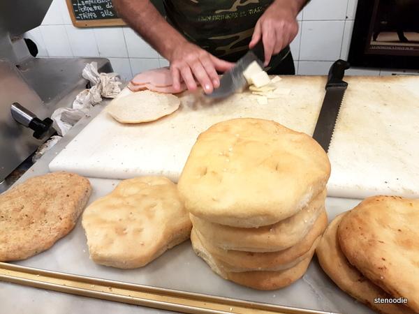 La Prosciutteria Firenze breads