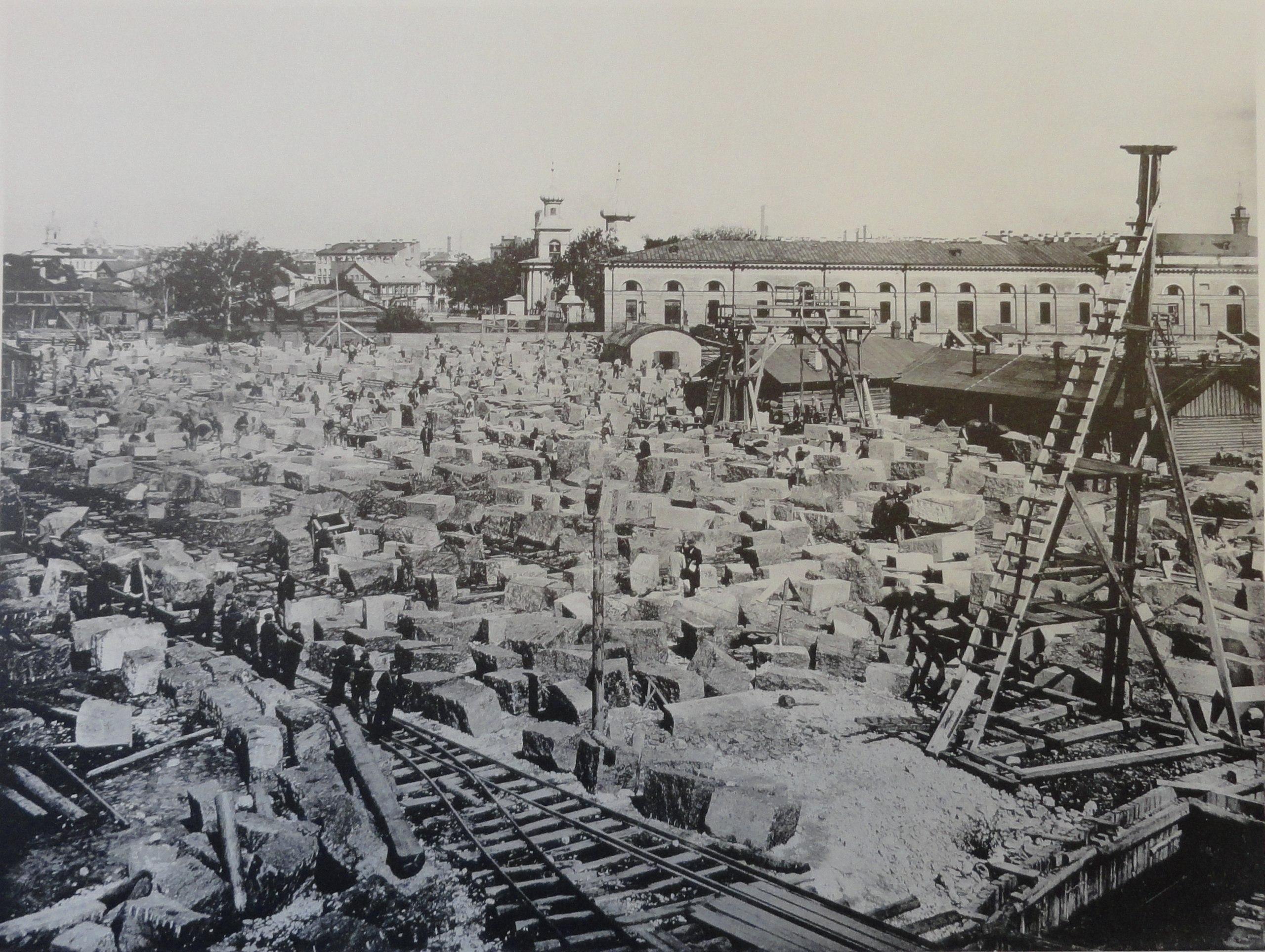 1902. Тёска гранита для сводов дамбы на Троицкой площади. Август