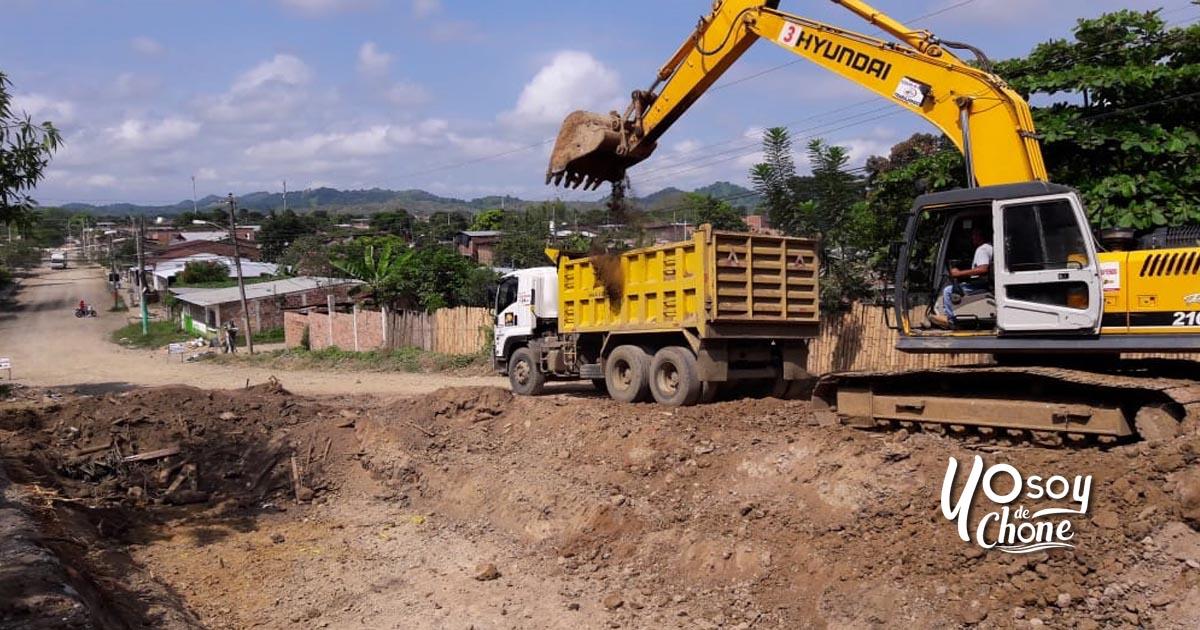 Continúa construcción de calle principal de Puerto Arturo