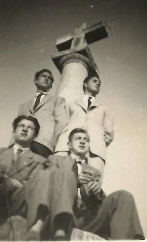 Toledo - 1949. Antonio Moragón arriba a la izquierda y Sánchez-Colorado sentado debajo de él. Colección de Pedro Sánchez-Colorado